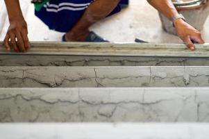selectieve focus op ruw cementoppervlak op de vloer foto