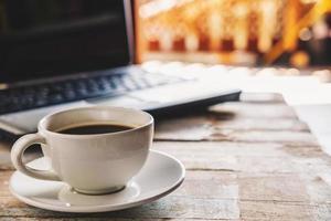 koffie en laptop foto