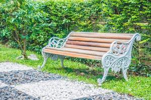 lege bank in het park
