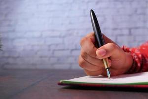 close-up van de hand schrijven op Kladblok