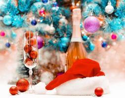 kerstdecor en champagne foto
