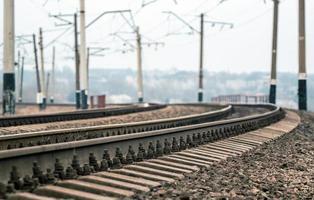 treinsporen gedurende de dag foto
