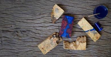hars epoxy voor het gieten van hout foto