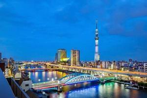 stadsgezicht van Tokio in de avond, Japan, Azië foto