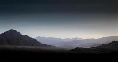 nacht op een woestijnlandschap foto