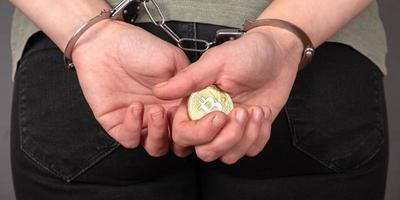 arrestatie voor het stelen van bitcoins, straf voor btc-zwendelprojecten foto