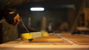 voorbereiding van deuren voor restauratie van schilderijen foto