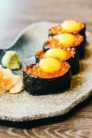 sushi met zalmeitjes foto