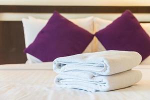 handdoeken in de slaapkamer foto