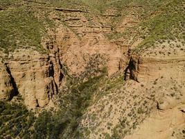schilderachtig uitzicht op rotswanden foto