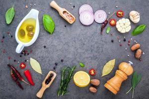 ingrediënten voor het maken van biefstuk met kopie ruimte foto