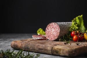 vergrote weergave van heerlijke salami foto