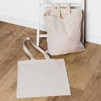 handtassen met hoge hoek op de vloer foto