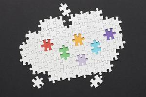 diversiteitsregeling met verschillende puzzelstukjes foto