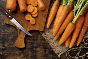 bosje verse wortelen arrangement foto