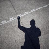 man schaduw silhouet op de grond foto