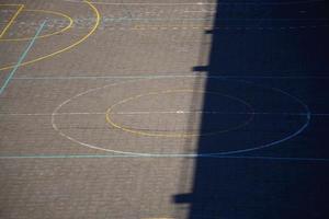 straat basketbalveld op straat foto