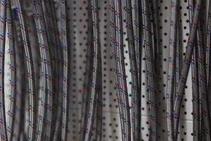 gevlochten roestvrijstalen textuur van flexibele slang foto