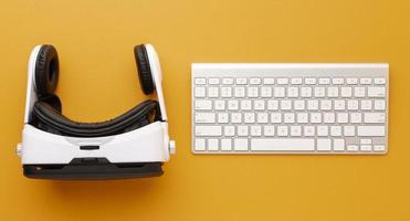 bovenaanzicht virtual reality headset en toetsenbord foto