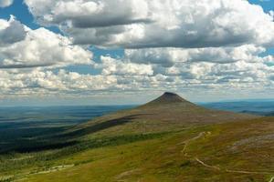 zomer uitzicht over de noordelijke Zweedse bergen foto