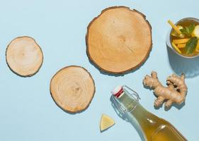 arrangement met heerlijke kombucha-drank foto