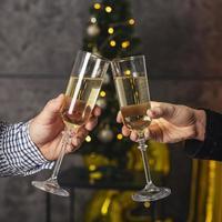 vooraanzicht champagne glas juichen foto