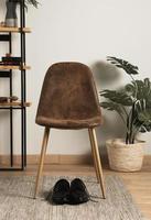 vooraanzicht stoel met kamerplant foto