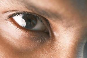 close-up van het oog van een man foto