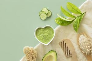 samenstelling van spa-behandeling komkommercrème foto