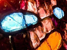 heldere kleurrijke glazen baksteenlaag foto