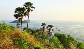 phromthep cape-gezichtspunt op het eiland phuket, thailand foto