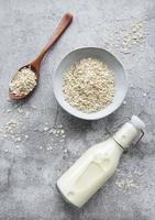veganistische havermelk, niet-zuivel alternatieve melk foto