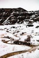 valleien van de badlands in sneeuw foto