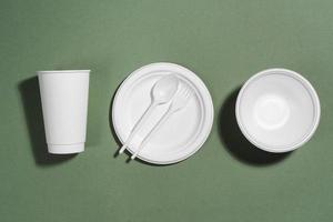 wit wegwerpservies foto