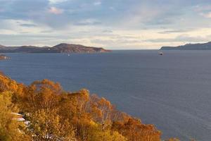 petropavlovsk-kamchatsky. uitzicht op de baai van avacha. foto