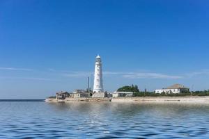 marien landschap met uitzicht op de kaap Tarhankut en het wit foto