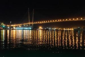 gouden brug. vladivostok, rusland foto
