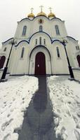 verticaal panorama van de kathedraal in Petropavlovsk-Kamchatsky, Rusland. foto