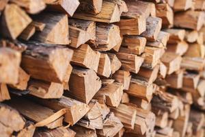 gestapelde brandhout achtergrond foto