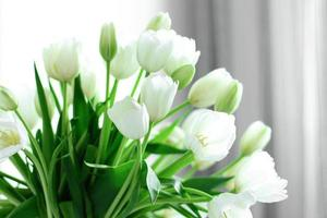 boeket witte tulpen foto