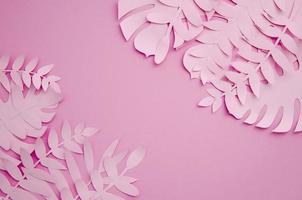 bladeren gemaakt van papier in roze tinten foto