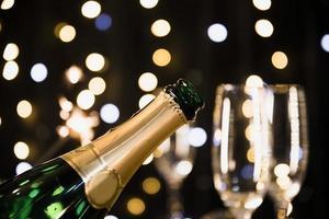nieuwe jaarachtergrond met champagne foto