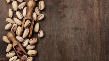 geroosterde pistachenoten bovenaanzicht met kopie ruimte foto