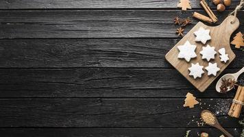 bovenaanzicht heerlijke peperkoek kerstkoekjes. mooi fotoconcept van hoge kwaliteit en resolutie foto