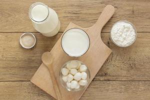 bovenaanzicht melk op houten achtergrond. mooi fotoconcept van hoge kwaliteit en resolutie foto