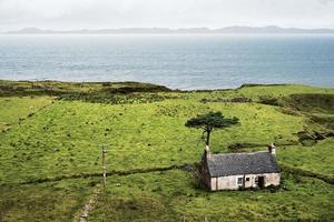 verlaten boerenhuis in Schotland foto