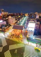 sensoji-tempel van bovenaanzicht in de avond. de beroemdste tempel in het district Asakusa, Tokio, Japan foto