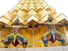 wat phra kaew tempel in bangkok, thailand foto