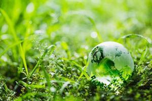 wereldbol op milieu concept foto