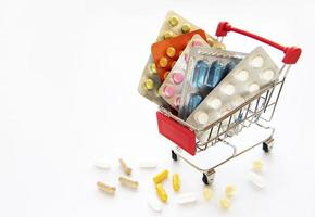 winkelwagen gevuld met pillen foto